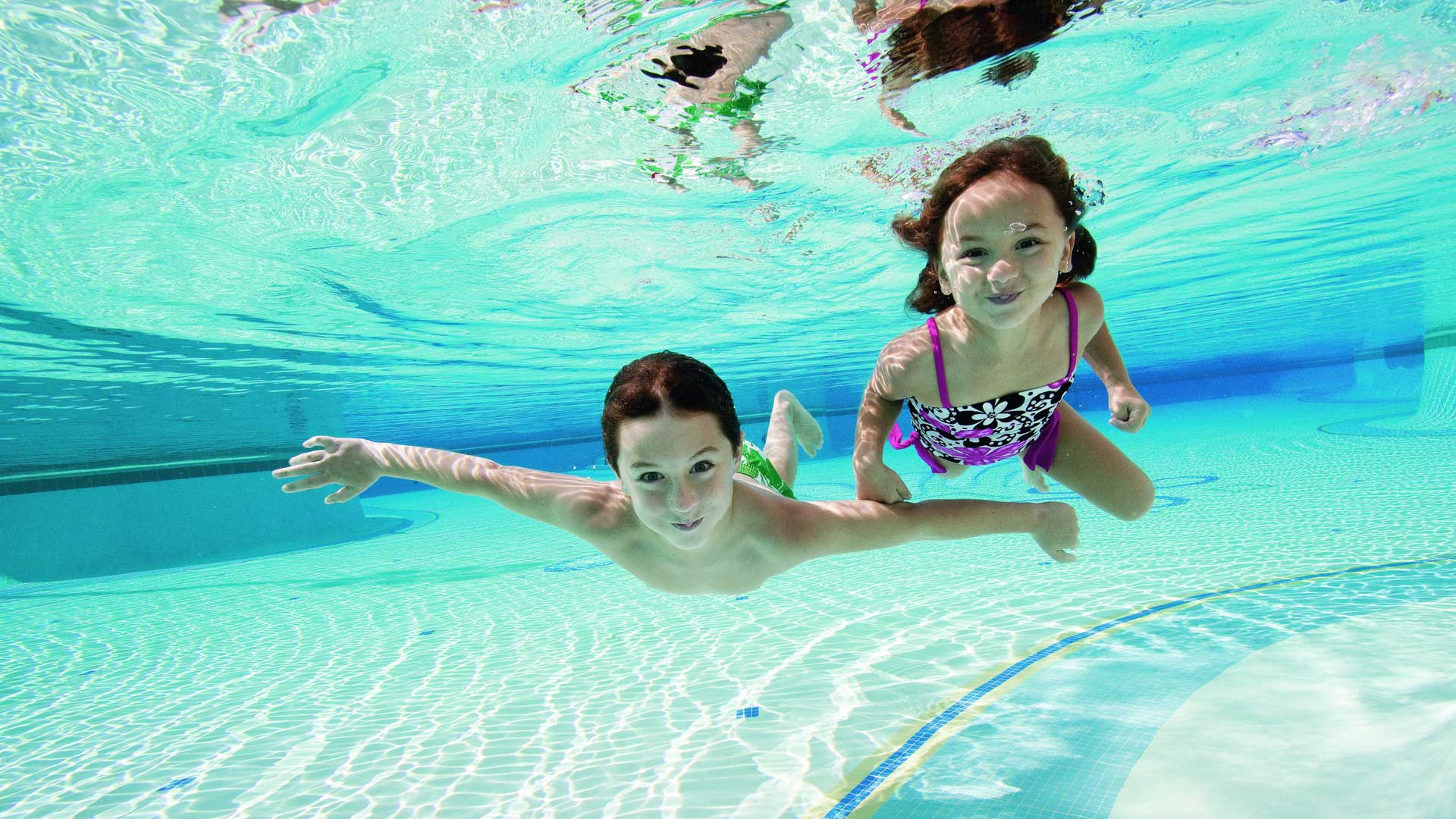 Kids in swimming pool wallpaper wallpapersafari for Swimming pool images