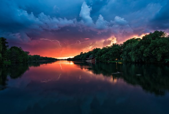 Wallpaper water river sunset thunderstorm lightning desktop 590x400
