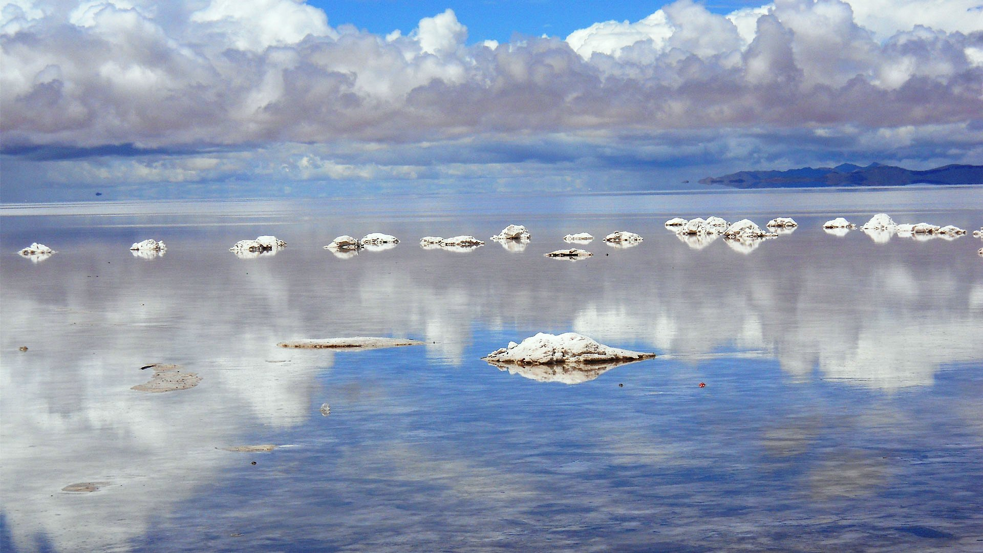 The Salar de Uyuni salt flats in Bolivia HD Wallpaper Background 1920x1080
