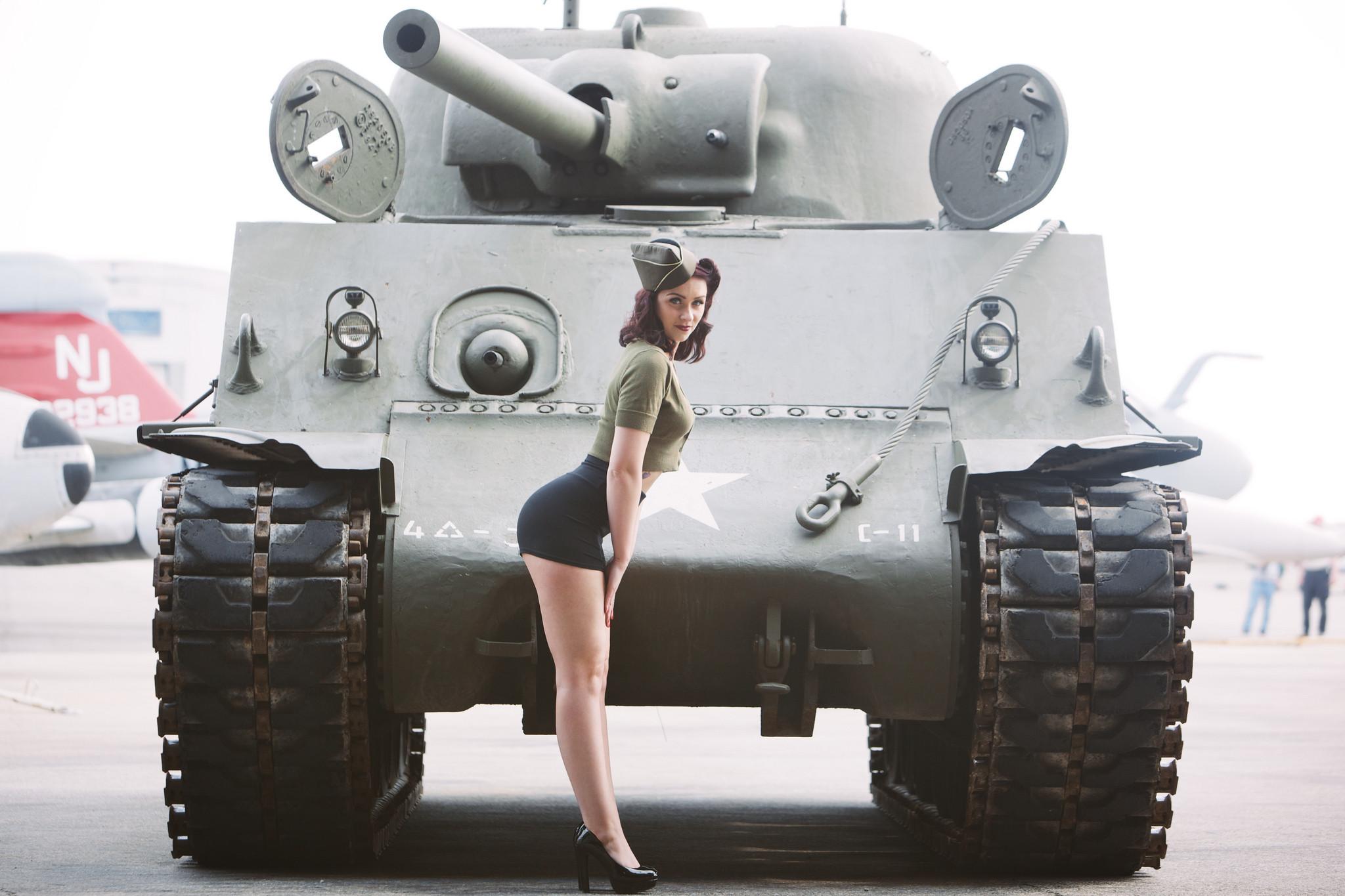 classy tank girl pin up wallpaper by vDelta RevelWallpapersnet 2048x1365