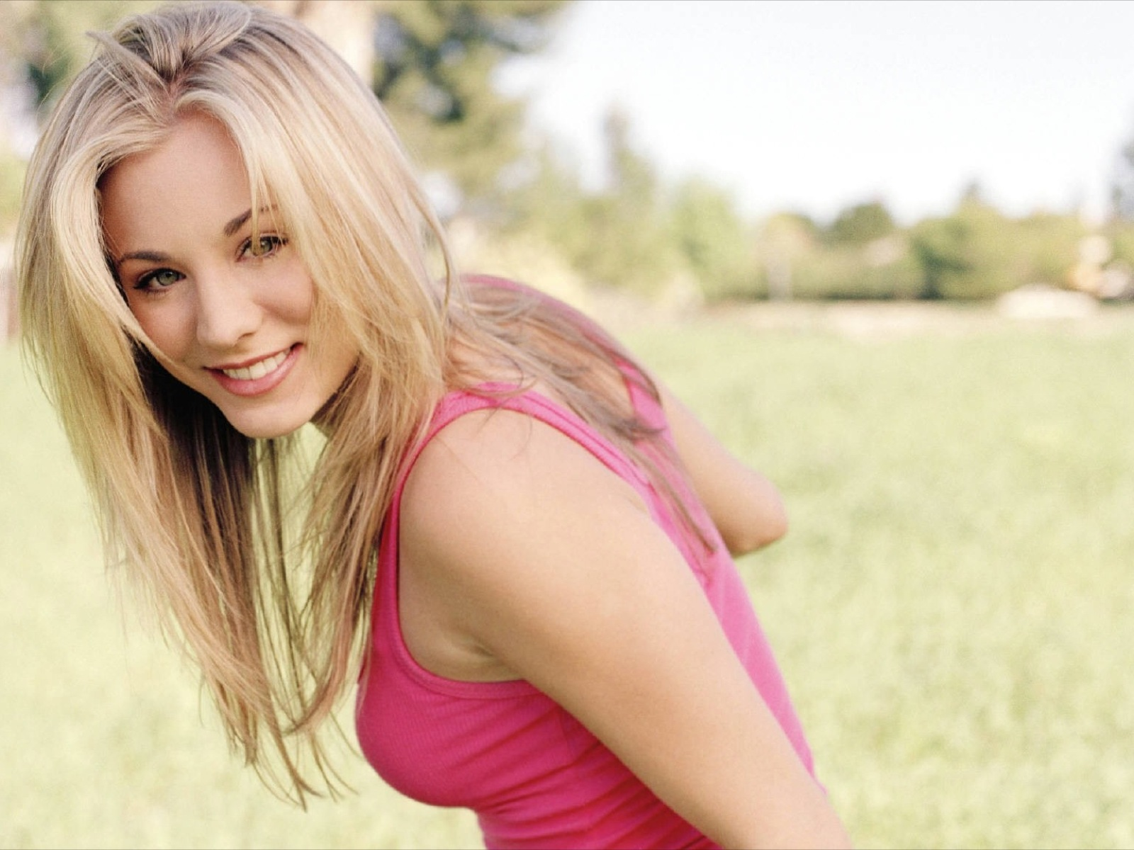 Kaley Cuoco Wallpaper Widescreen Top 43 Quality Cool 1600x1200