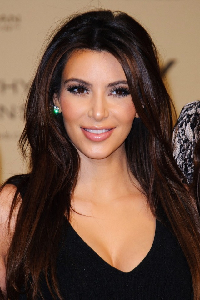 Download Kim Kardashian iphone wallpaper 640x960