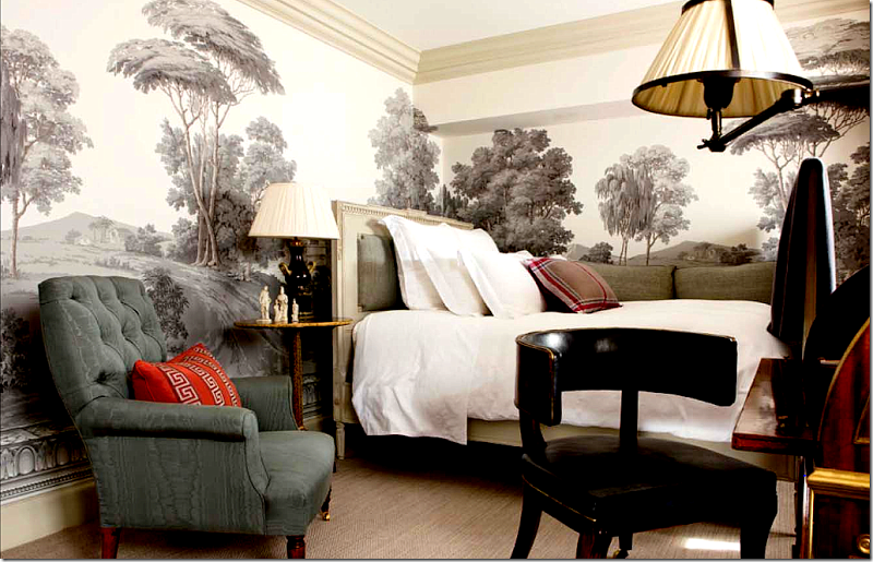 In this Windsor Smith room the wallpaper pattern looks stylized 800x515