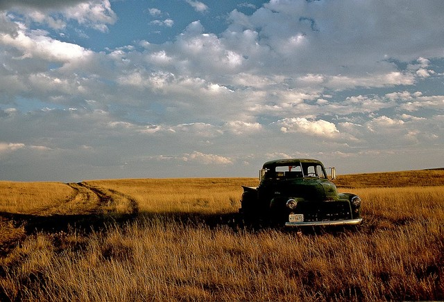 Old Farm Truck Wallpaper Wall Mural   Self Adhesive   Multiple Sizes 640x436