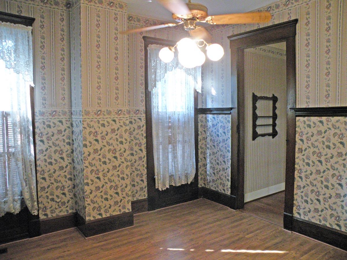 co Wallpaper on Old Plaster Walls Wallpaper Steamer Peeling Paint 1200x900