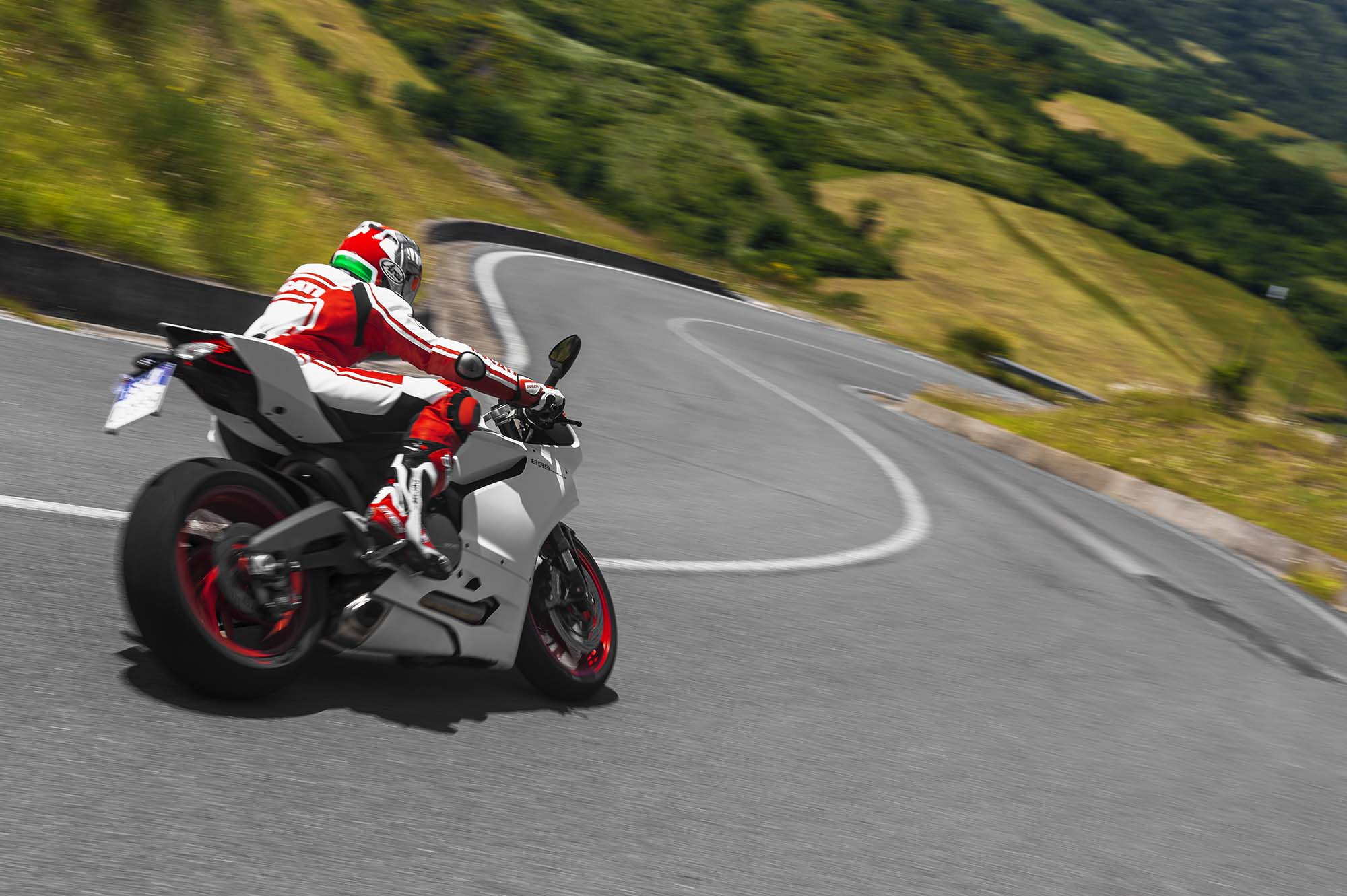 Ducati 899 White 2014 ducati 899 panigale first 2000x1331