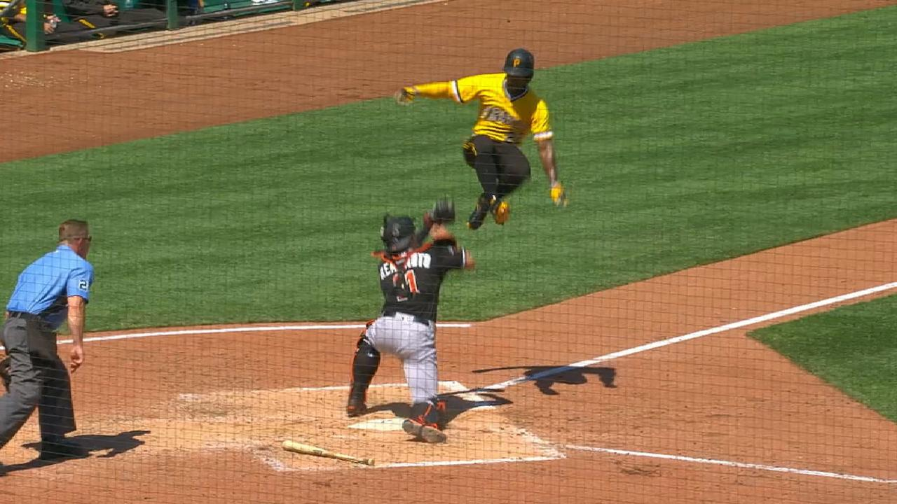 Andrew McCutchen tries hurdling catcher JT Realmuto at home 1280x720