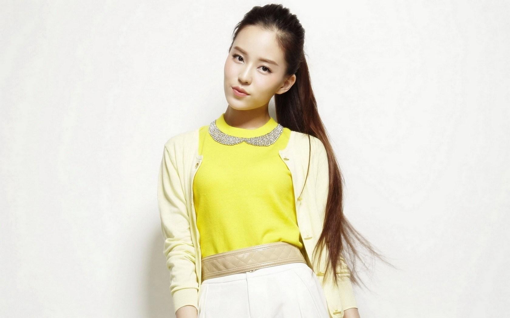 Fashion Style Asian Girl 1680x1050