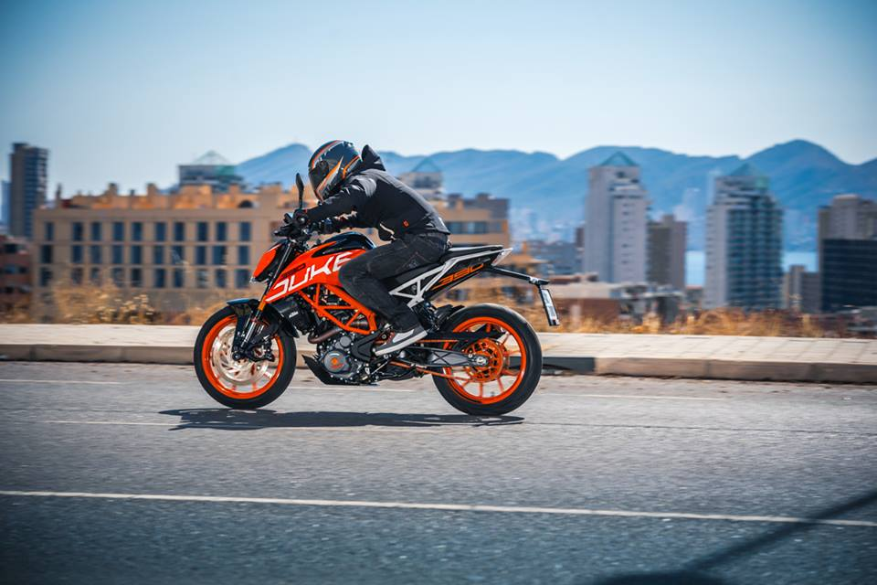 2017 KTM 390 Duke Officially Unveiled at EICMA 2016 960x640