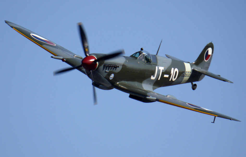 Supermarine Spitfire Mk9 Flyby by shelbs2 1024x654