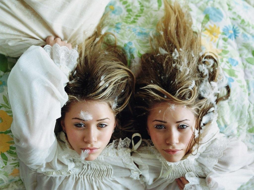 Olsen Twin Wallpaper   Mary Kate Ashley Olsen Wallpaper 17376367 1024x768