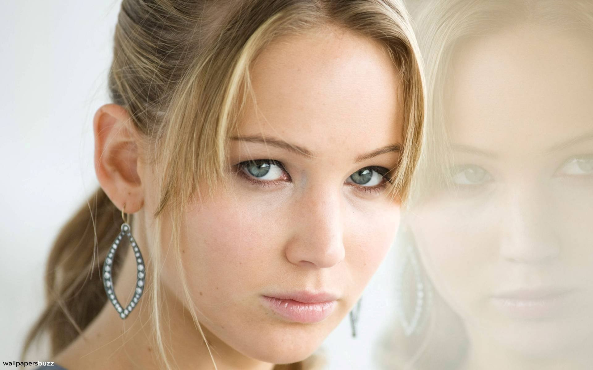 Beautiful Face of Hollywood Actress Jennifer Lawrence HD Wallpapers 1920x1200