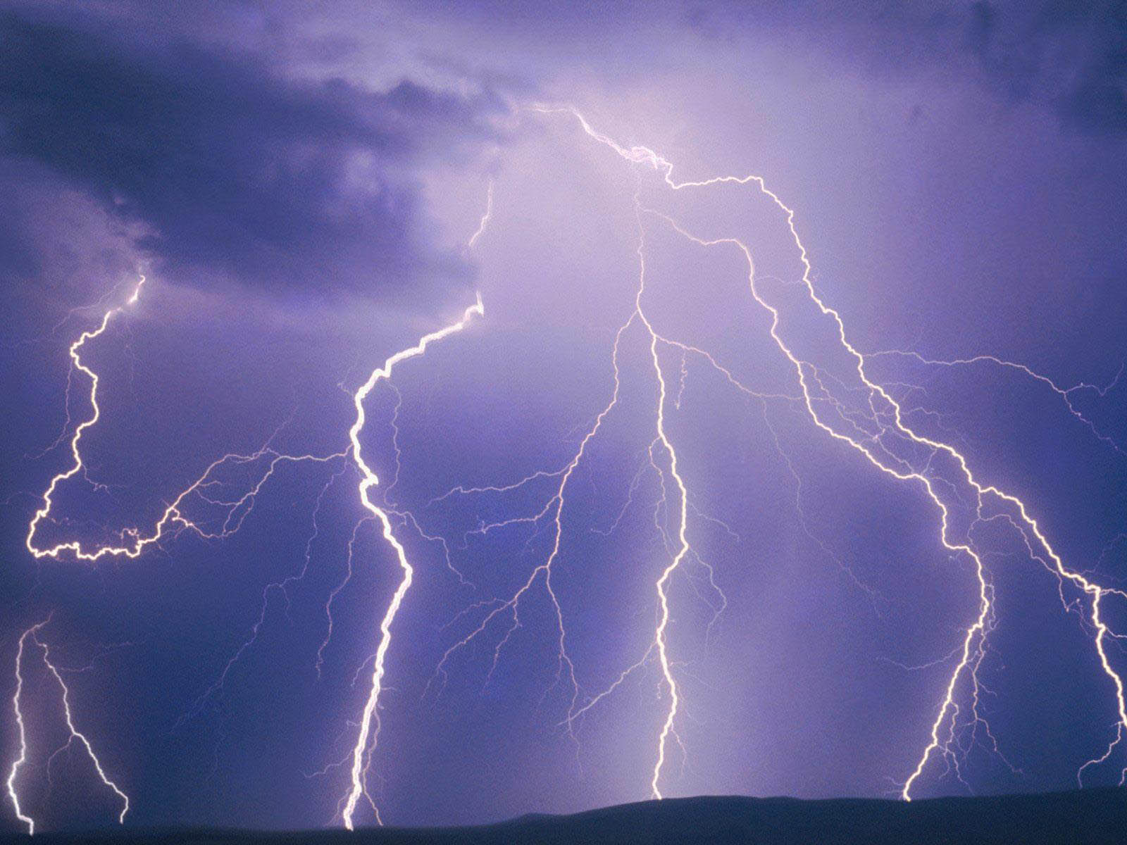 Tag Lightning Wallpapers Backgrounds Photos Picturesand Images 1600x1200