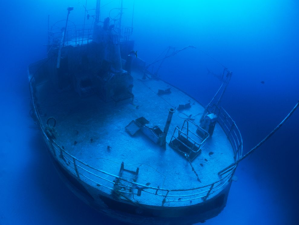 Photo Underwater shipwreck 989x742