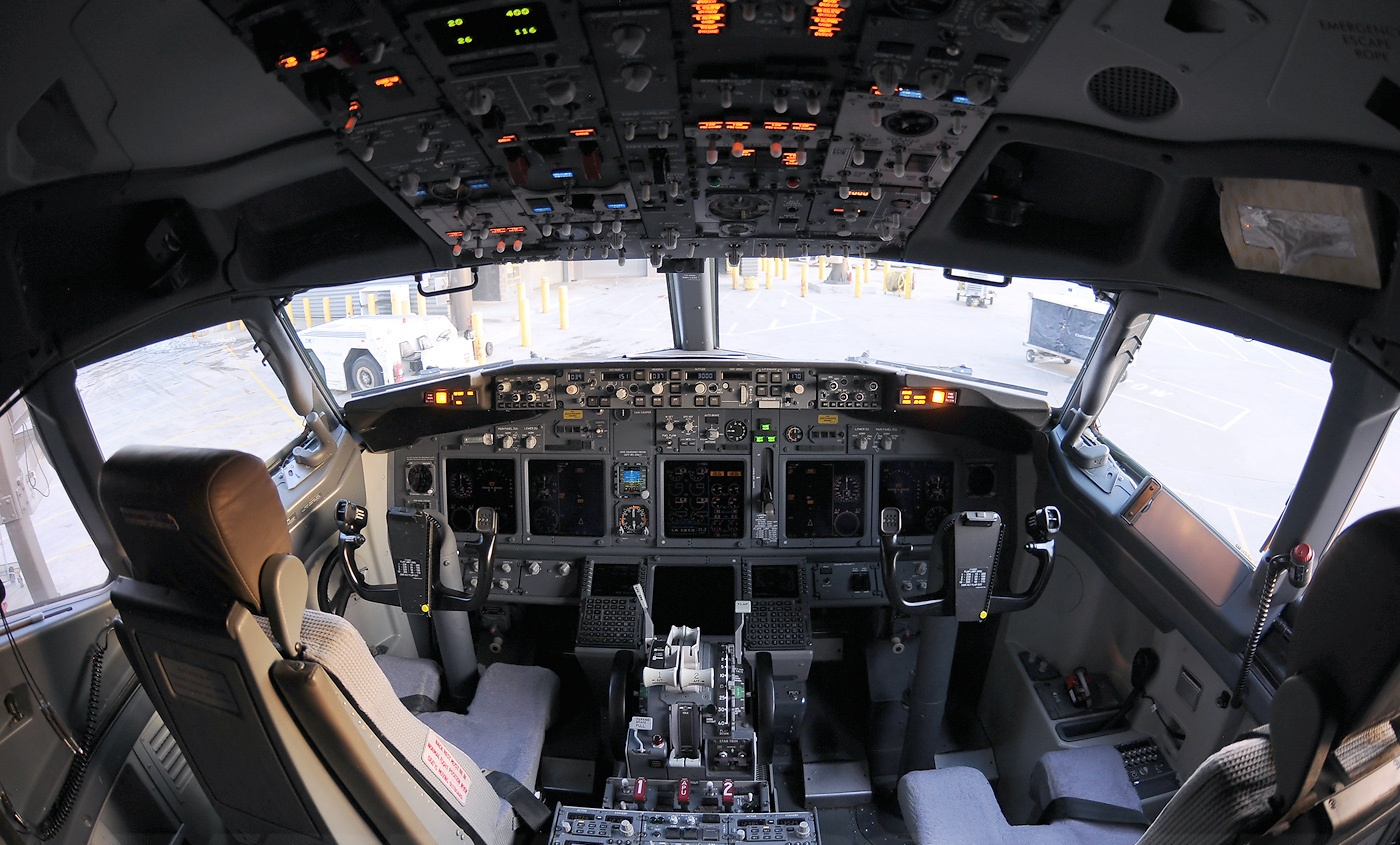 Boeing 737 cockpit wallpaper wallpapersafari for Airplane cockpit wall mural