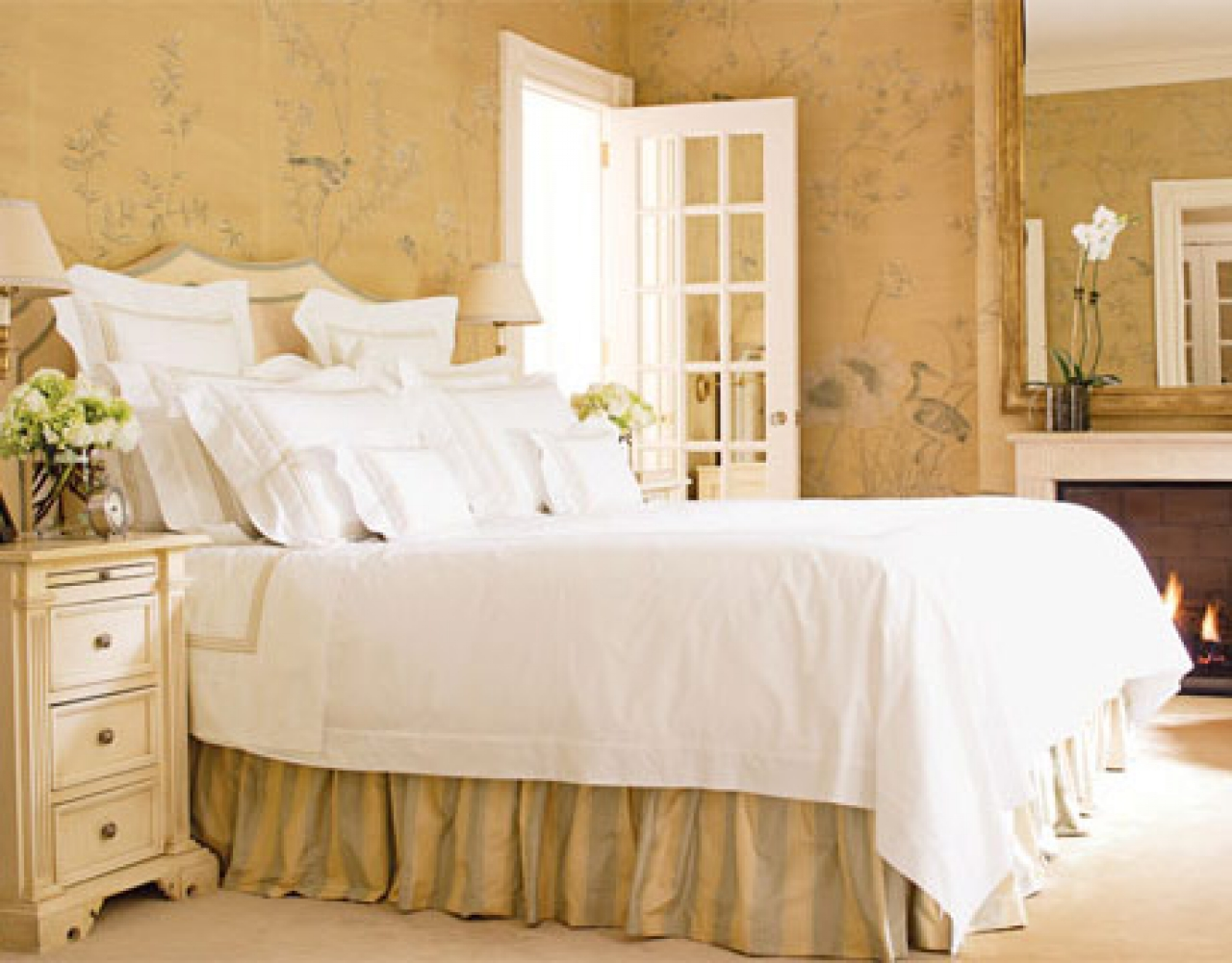 Custom hand painted wallpaper in bedroom designed by alessandra branca 1280x1001