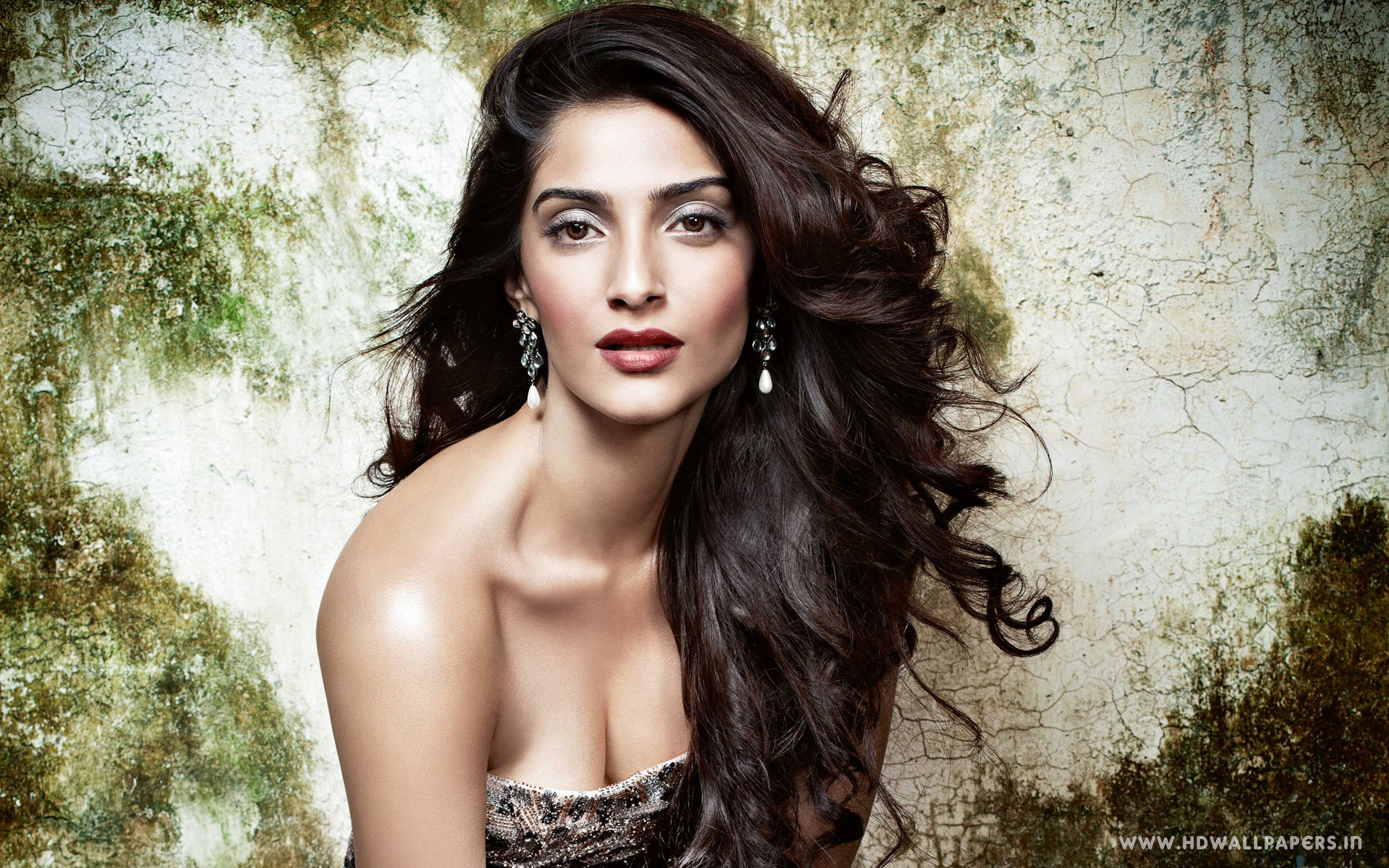 Bollywood Actress Sonam Kapoor 4142432 1920x1200 All For Desktop 1920x1200