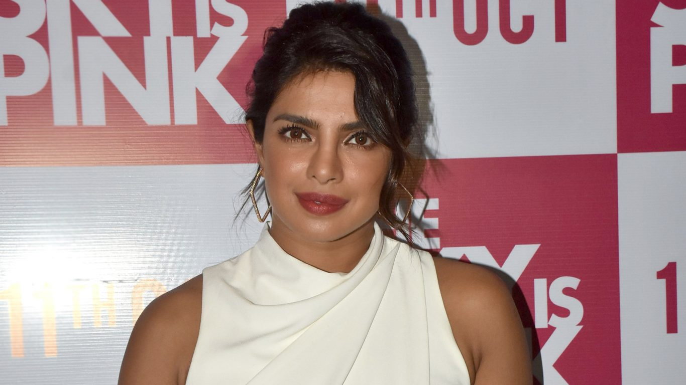 Priyanka Chopras outfit will inspire you to try wearing head to 1366x768