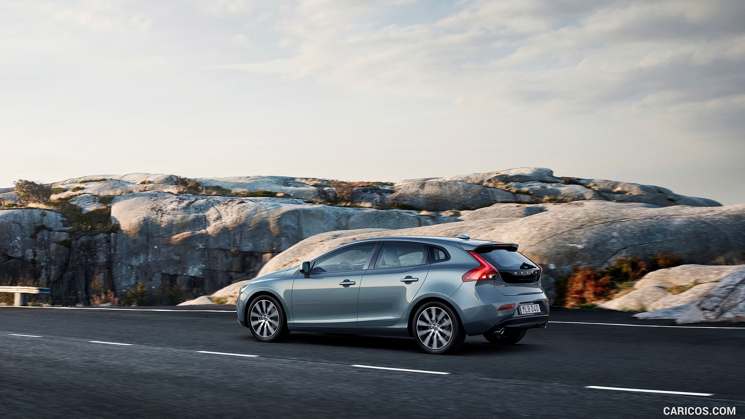 2017 Volvo V40 T4 Momentum   Side HD Wallpaper 5 2560x1440