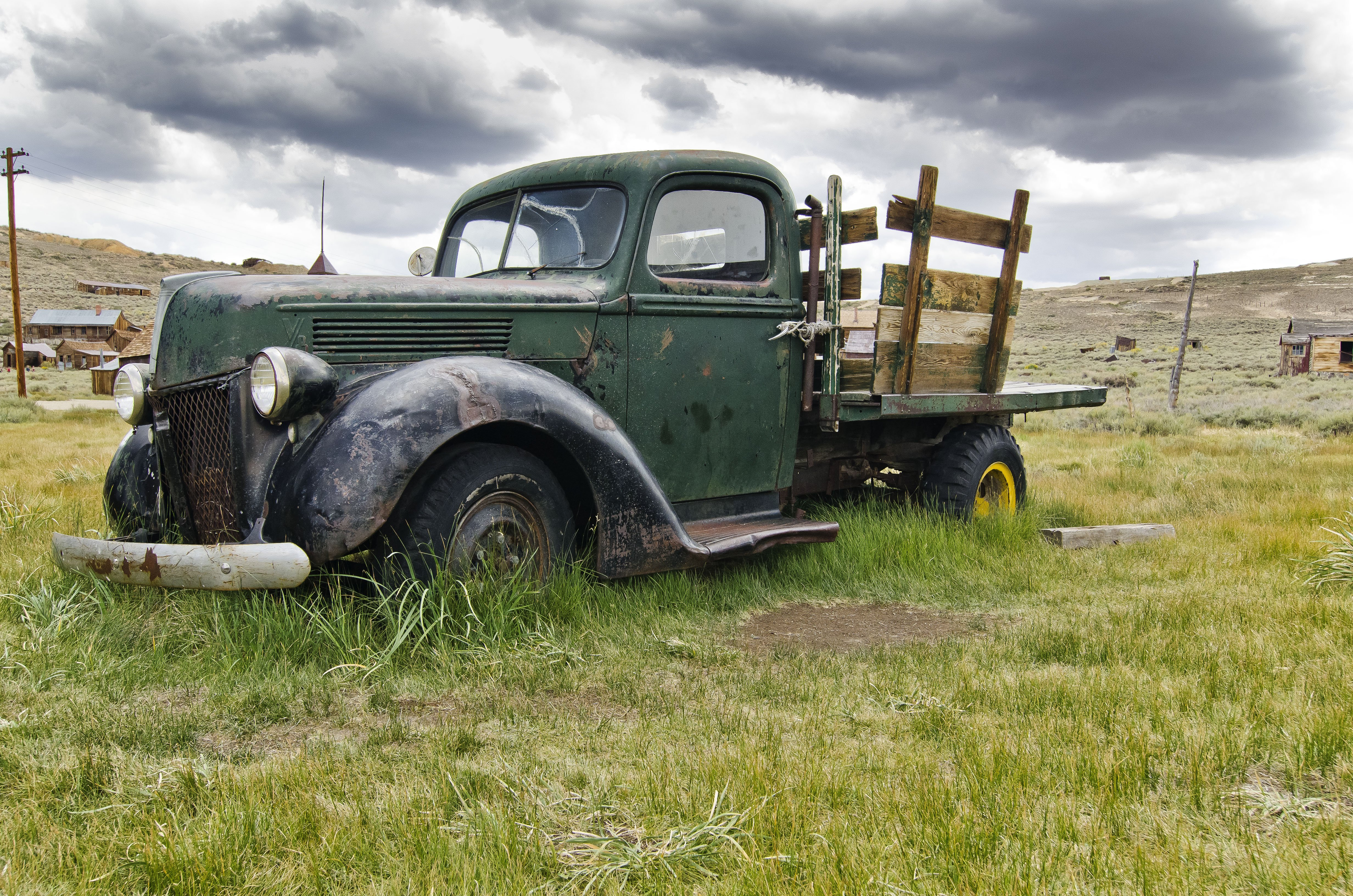 Rusty old truck wallpaper background 4928x3264