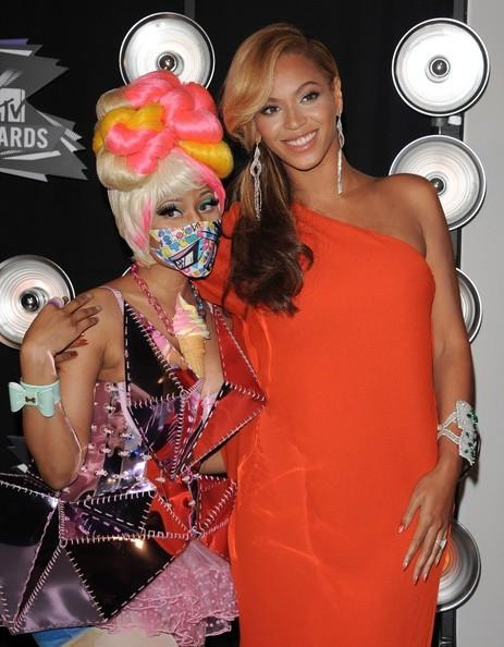 Beyonce Knowles and Nicki Minaj Photos - 2011 MTV Video Music Awards ...