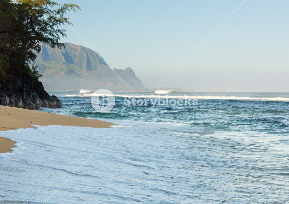 Hideaways Beach near Hanalei in Kauai with the Na Pali mountain 1000x704