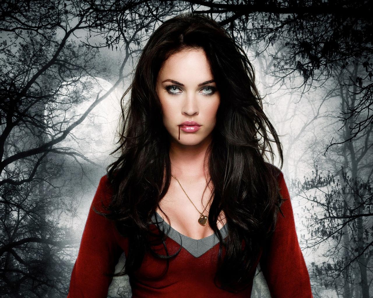 Megan Fox In Jennifers Body Movie Wallpaper 1280x1024 Pictures 1280x1024