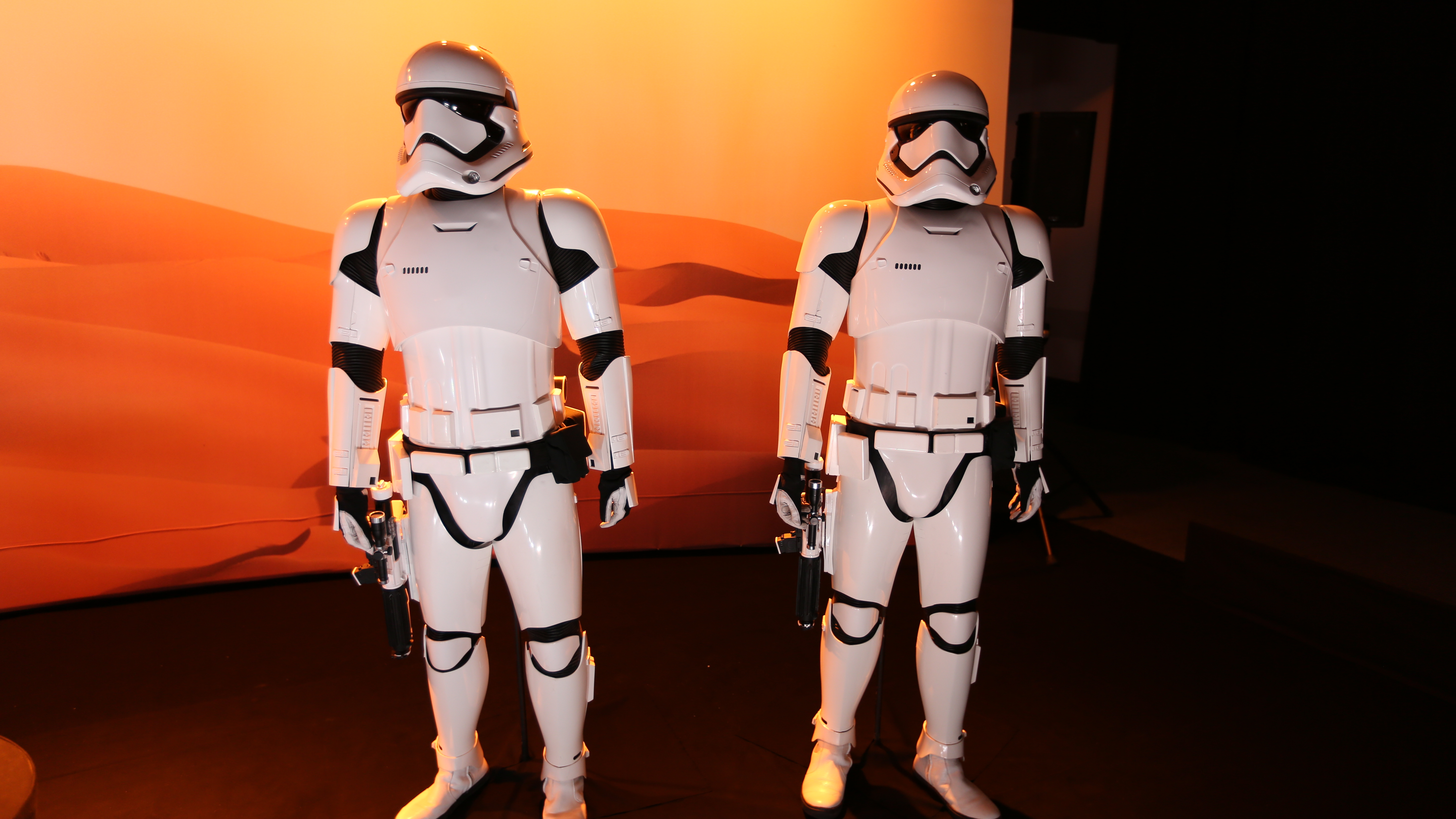 Star Wars 7 Costumes Props and Klyo Rens Lightsaber in High 5760x3240