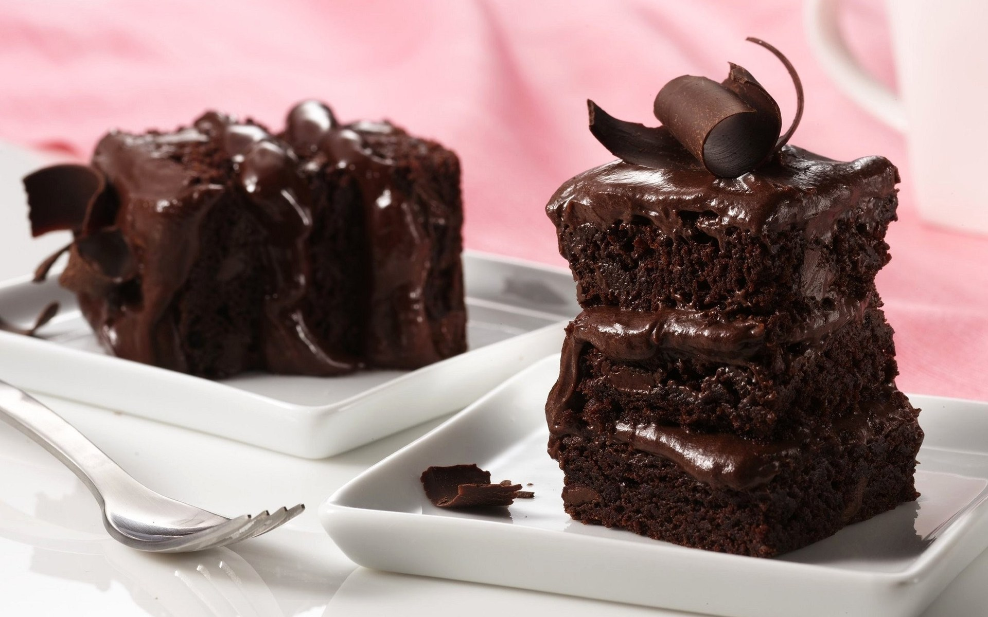 Delicious Chocolate Cake Served wallpaper 1920x1200