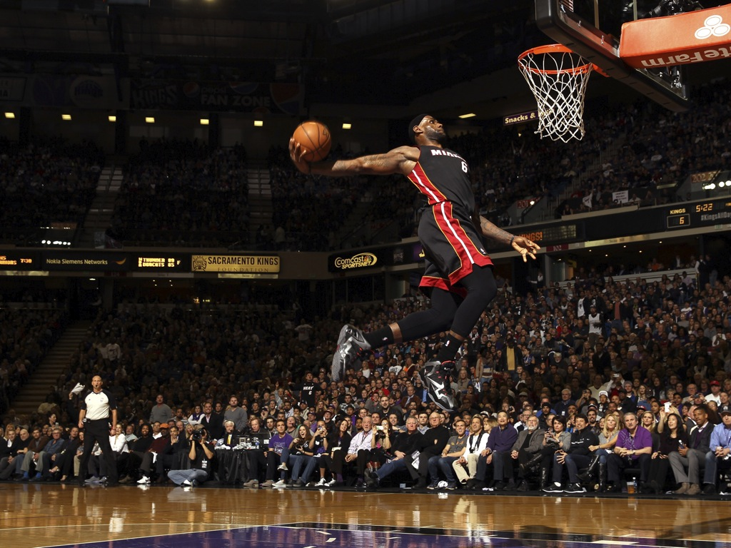 Lebron James Dunk Wallpaper - WallpaperSafari