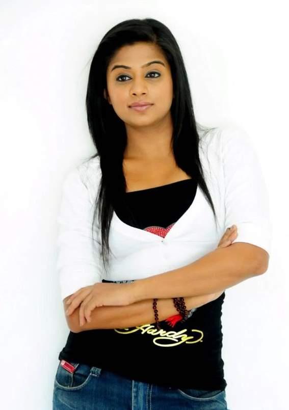 Priyamani Gorgeous Indian Actress Latest Photoshoot Pictures 2015 2 567x805