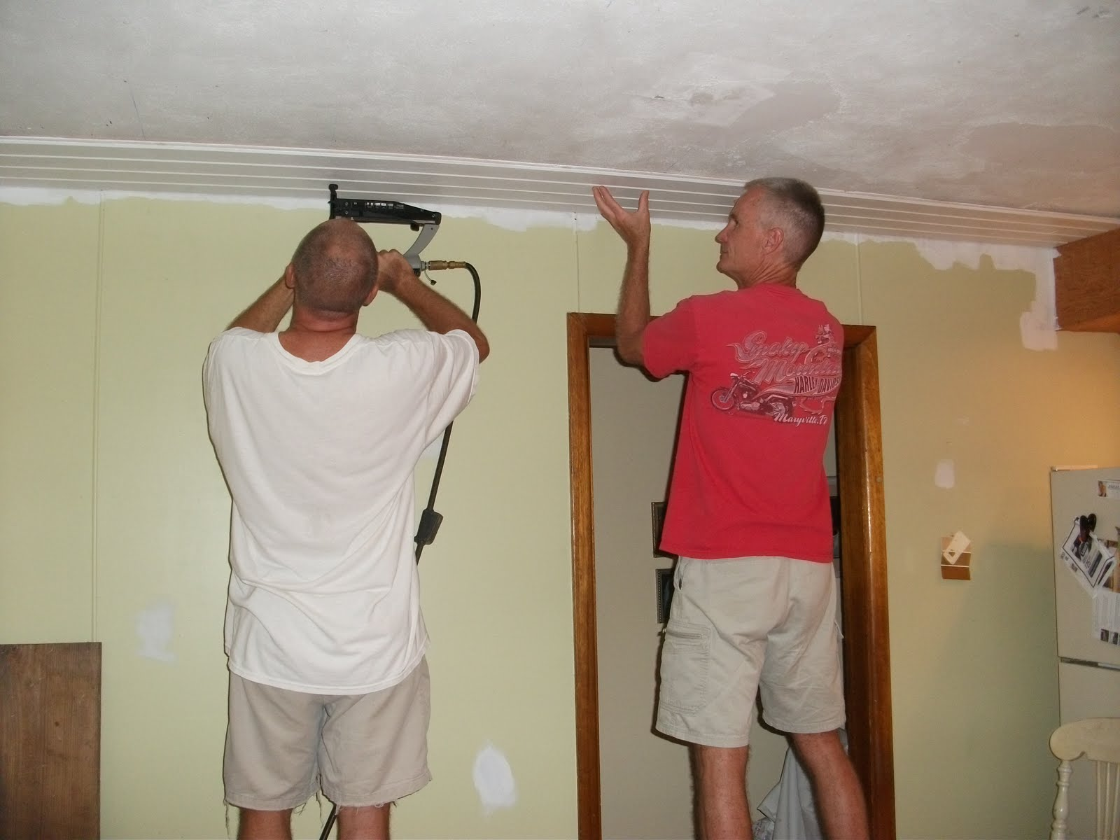 putting in the beadboard ceiling beadboard ceiling 1600x1200