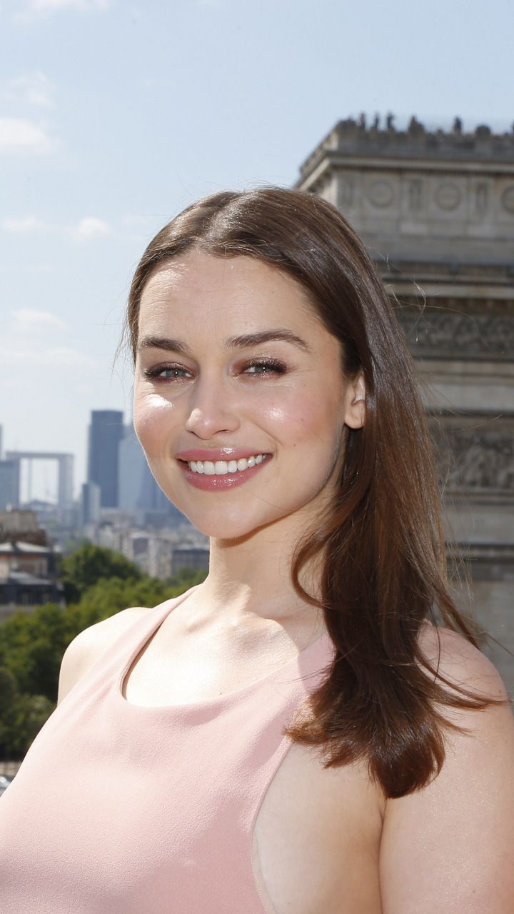 Emilia Clarke Arc De Triomphe smile 720x1280 wallpaper 720x1280