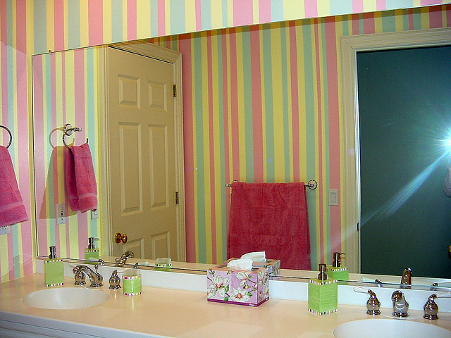 Decorating Diva Tips How to Paint and Decorate Striped Bathroom Walls 640x480