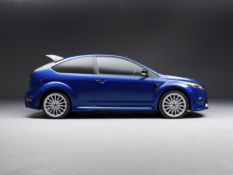 You dont care that this is a Focus RS you only care that its blue 800x600