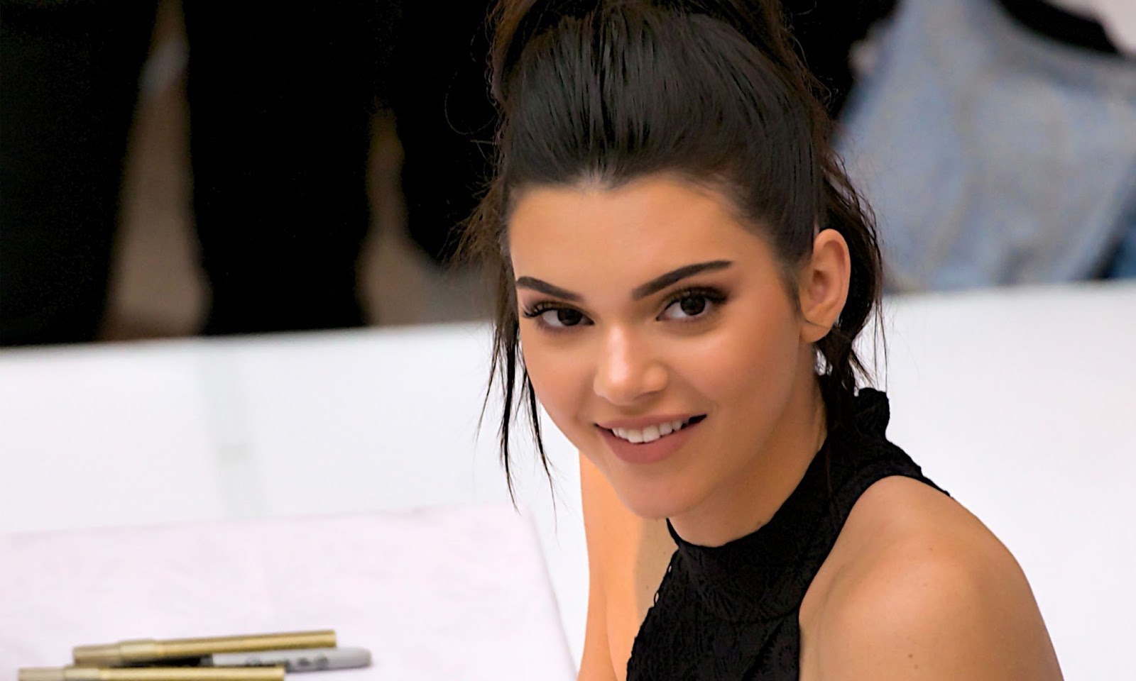 Kendall Jenner HD Wallpapers 1600x960