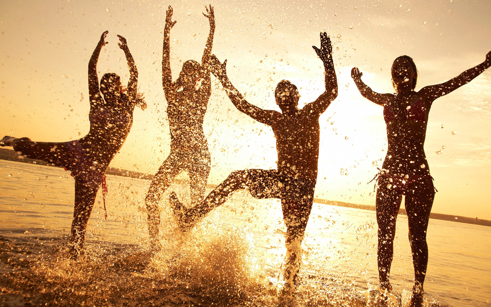 Wallpaper beach happy people 1920x1200