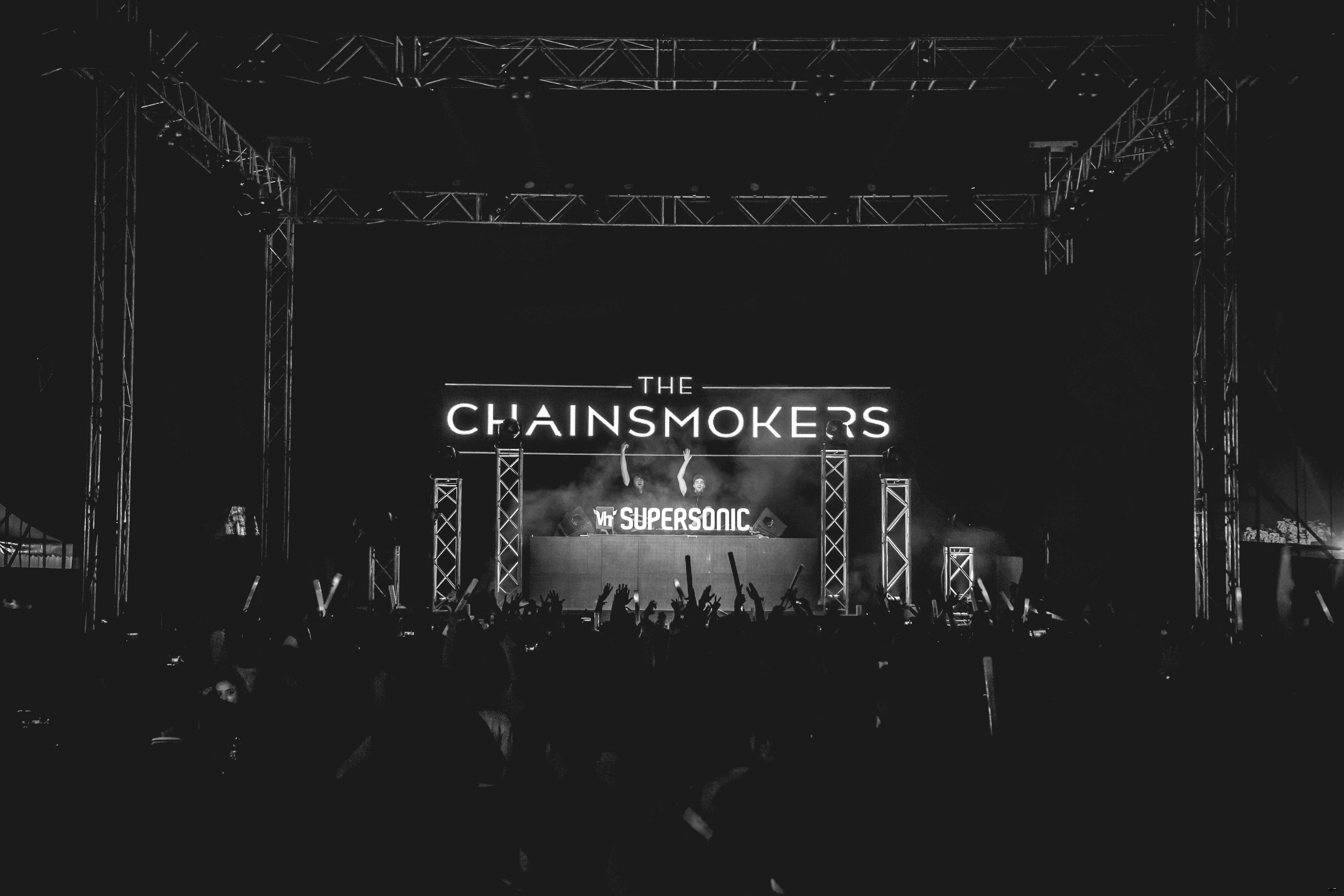 The Chainsmokers Wallpapers Images Photos Pictures Backgrounds 5642x3761
