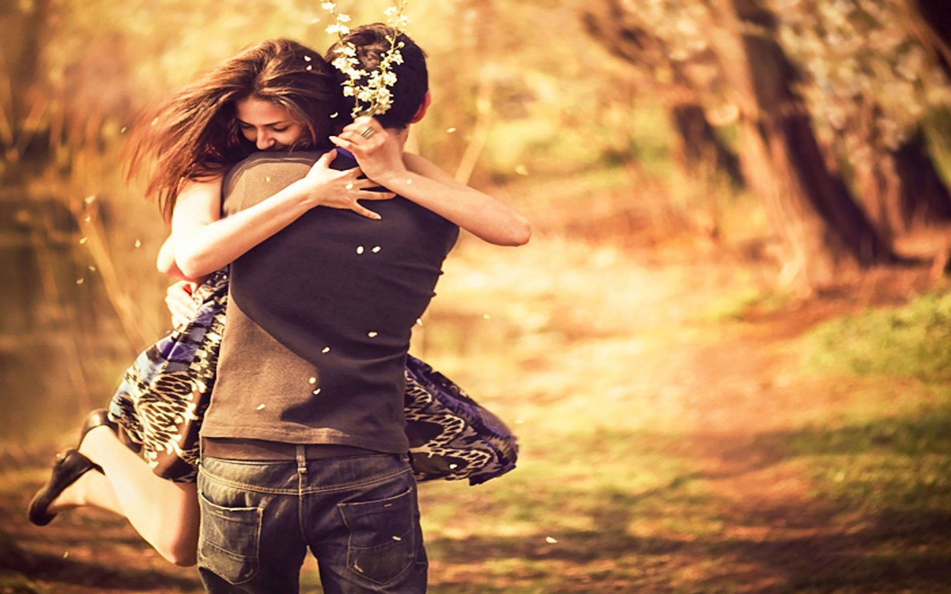 Cute Couple Hug Wallpapers Pictures of Lovers Hugging 1920x1200