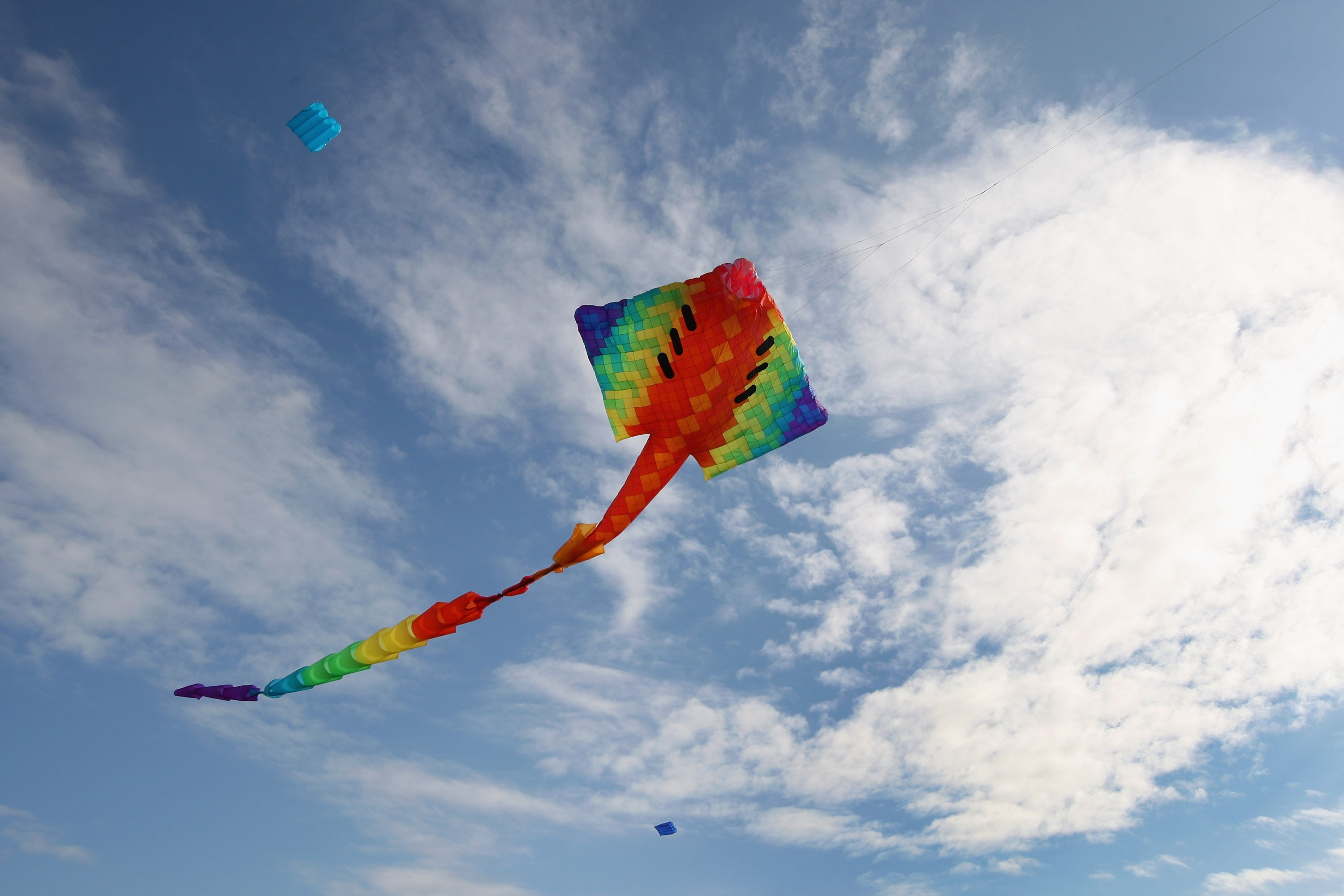 Kite flying bokeh flight fly summer hobby sport sky toy fun 3000x2000