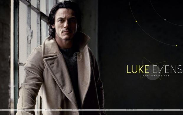 Handsome Luke Evans wallpapers 620x390