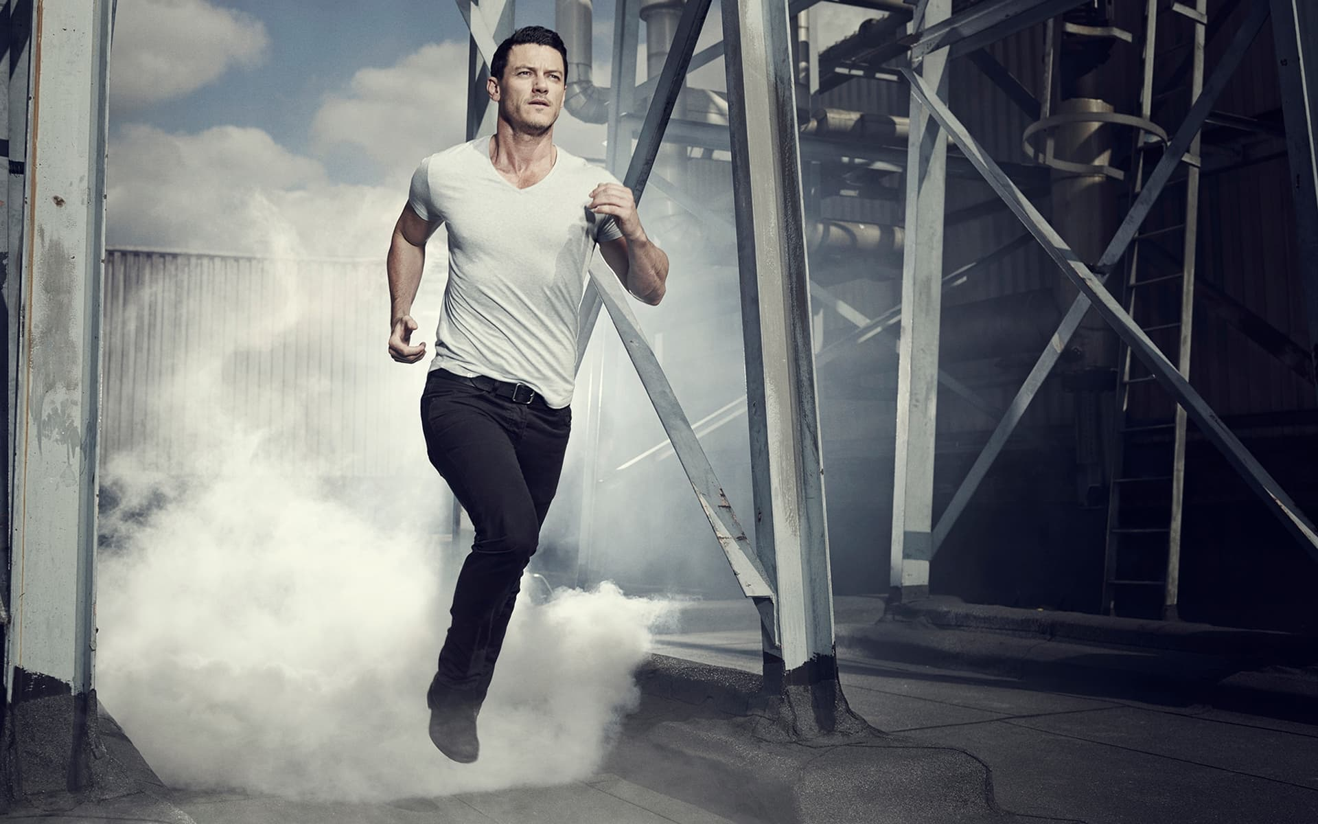 10 Luke Evans wallpapers High Quality Resolution Download 1920x1200