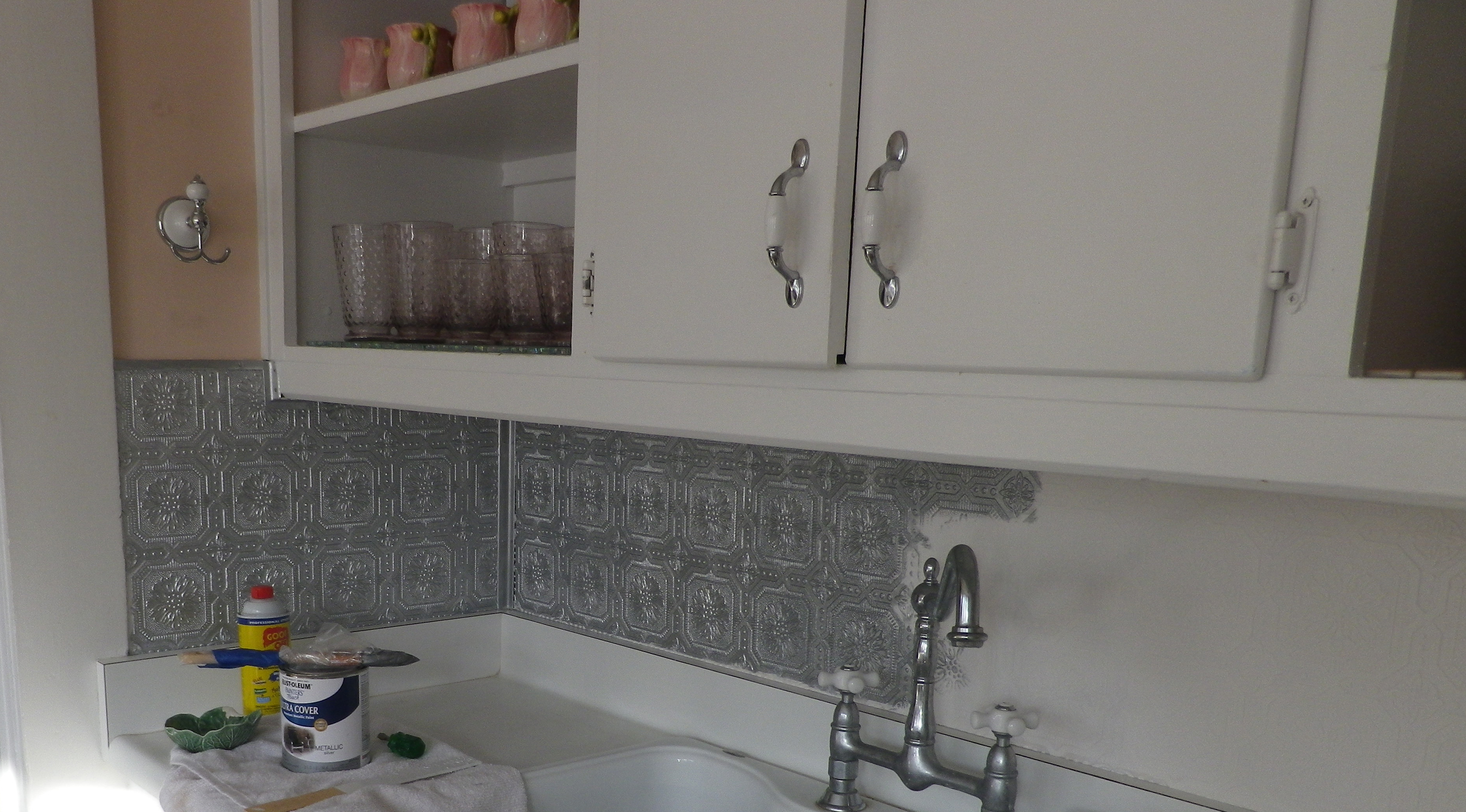 Silver paint on the embossed wallpaper backsplash 4150x2300