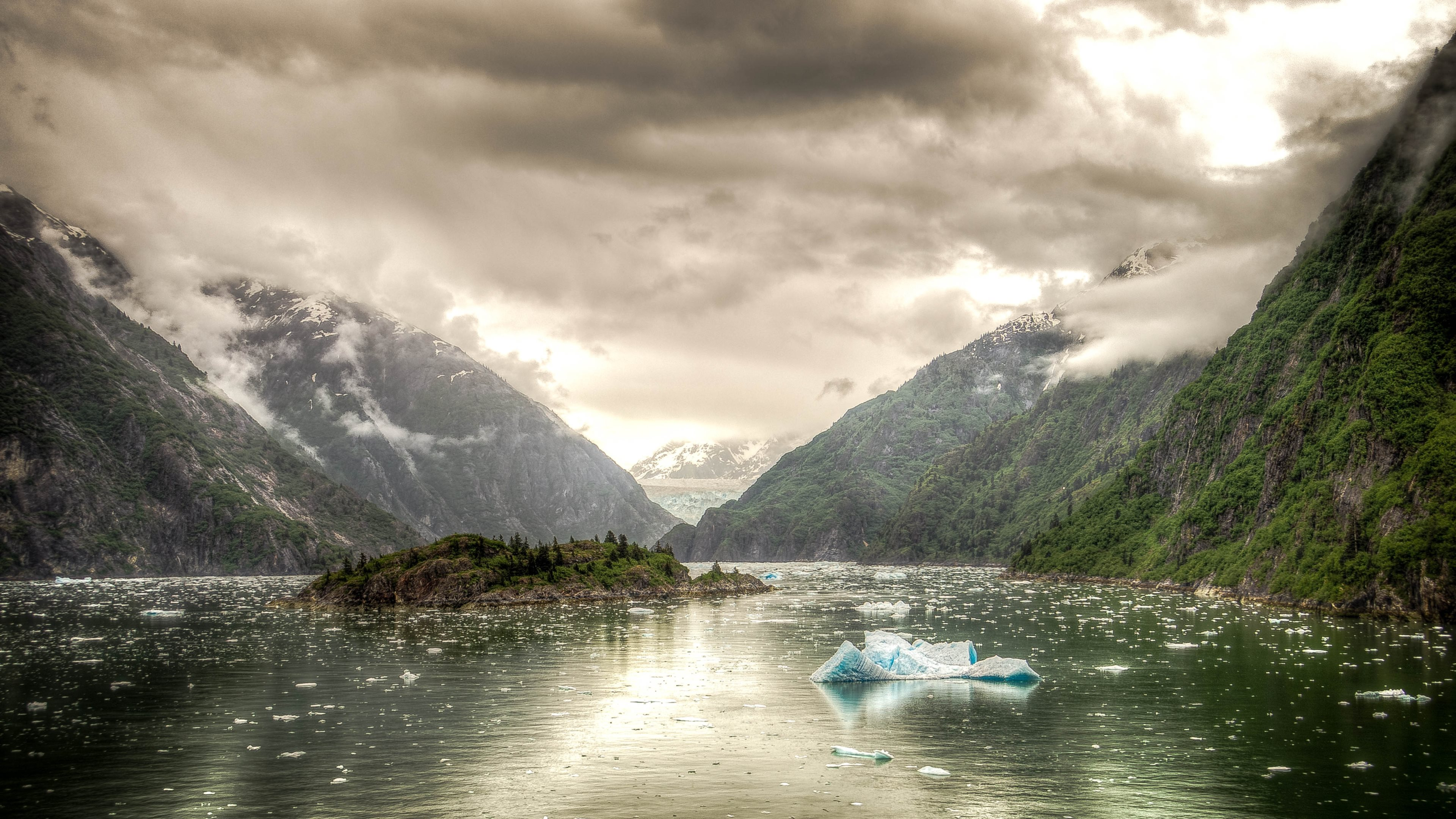 4K scenery with the Tracy Arm fjord from Alaska Nature looks always 3840x2160