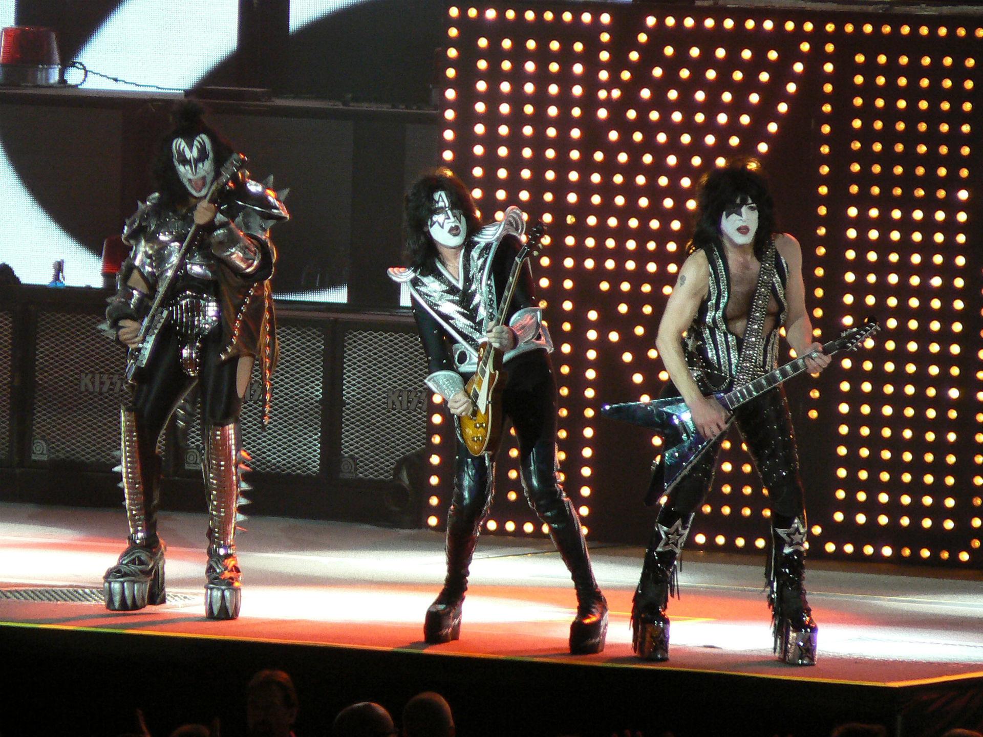 Kiss heavy metal rock bands concert guitar v wallpaper background 1920x1440