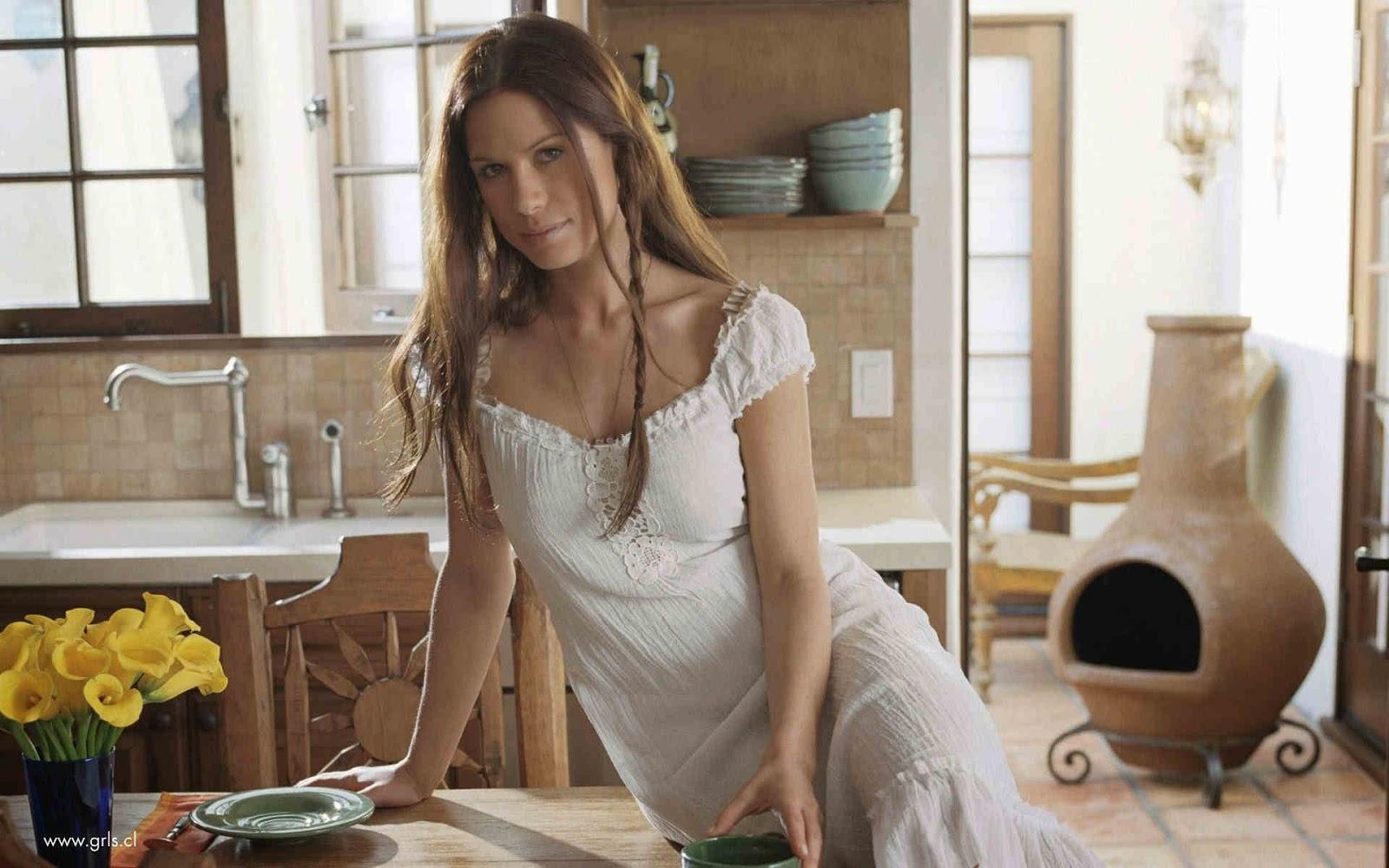 Provocative Rhona Mitra Buxom Beauty European Celebrities  HD 1600x1000