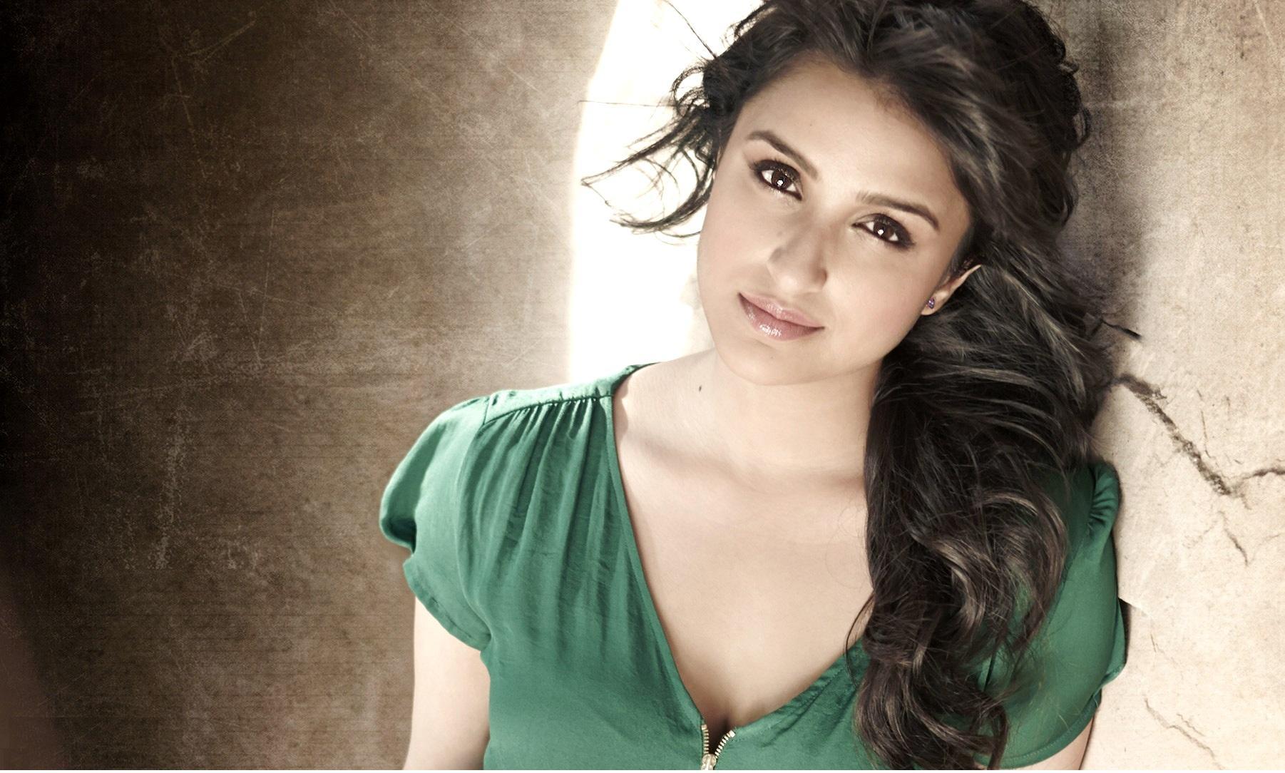 Most Beautiful Bollywood Actresses 2014   Parineeti Chopra 1802x1084