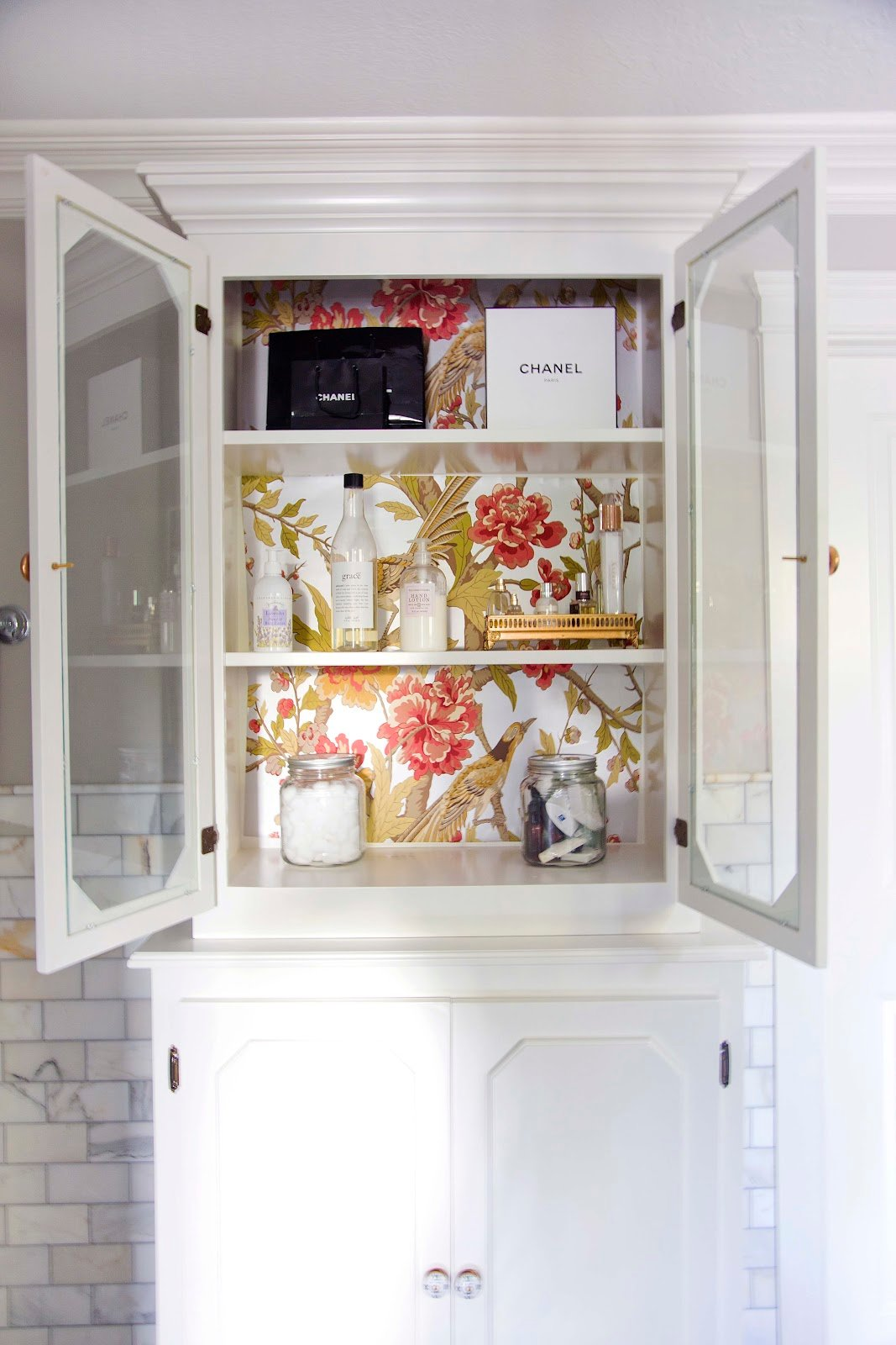 Inside cabinets to wallpaper or painting   Creative Designs at home 1067x1600