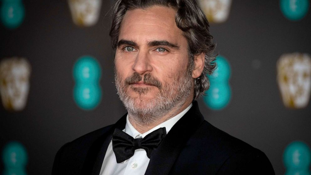 Joaquin Phoenix wins Academy Award for best actor at 2020 Oscars 992x558