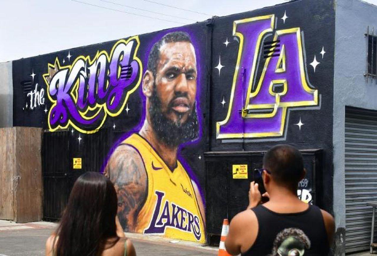 Los Angeles Lakers Fans Have A Serious LeBron James Problem 1280x868